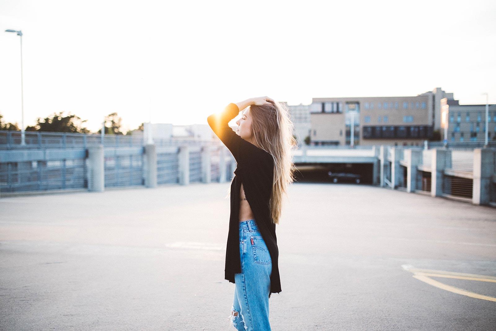 girl_in_sun